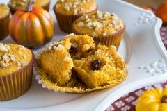 Eigengemaakt Autumn Pumpkin Muffins Stock Afbeelding