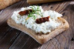 Eigengemaakt brood met kwark Stock Afbeelding