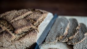 Eigengemaakt brood met tarwe van Khorasan Kamut en de gezuurde roggebloem, Stock Foto
