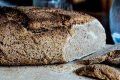 Eigengemaakt brood met tarwe van Khorasan Kamut en de gezuurde roggebloem, Stock Fotografie