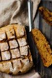 Eigengemaakt brood met zemelen stock foto