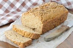 Eigengemaakt brood met zemelen en koriander Royalty-vrije Stock Foto's