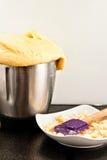 Eigengemaakt brood van keukenrobot Stock Foto's