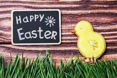 Eigengemaakt de peperkoekkoekje van Pasen en een bord Royalty-vrije Stock Foto