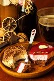 Eigengemaakt dessert en hete koffie snoepjes voor koffie Het risico van zwaarlijvigheid en diabetes Ongezond Voedsel royalty-vrije stock foto