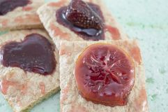 Eigengemaakt heerlijk dessert met gekonfijte vruchtgelei Royalty-vrije Stock Foto's