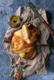 Eigengemaakt knoflookbrood stock afbeelding