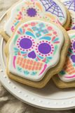 Eigengemaakt Mexicaans Sugar Skull Cookies stock foto's