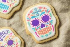 Eigengemaakt Mexicaans Sugar Skull Cookies stock afbeeldingen
