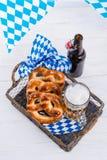 Eigengemaakt pretzels en bier royalty-vrije stock afbeeldingen