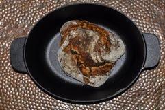 Eigengemaakt rustiek die brood van dinkel wordt gemaakt Royalty-vrije Stock Foto's