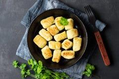 Eigengemaakte aardappelgnocchi Vlak leg stock afbeeldingen