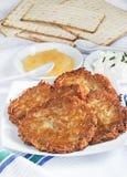 Eigengemaakte aardappelpannekoeken Stock Foto's