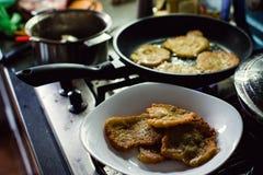 Eigengemaakte aardappelpannekoeken Royalty-vrije Stock Afbeeldingen