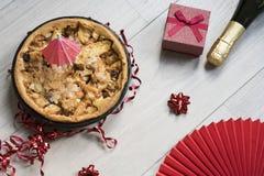 Eigengemaakte appeltaart met rood heden en alcohol royalty-vrije stock fotografie