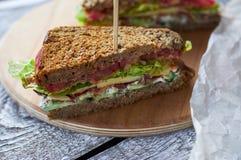 Eigengemaakte baconsandwich Sluit omhoog foto Stock Fotografie