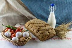 Eigengemaakte brood en melk Royalty-vrije Stock Foto's