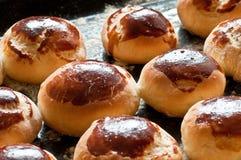 Eigengemaakte broodjes op dienblad Royalty-vrije Stock Foto