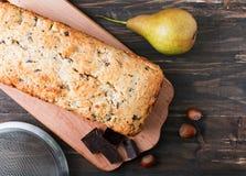 Eigengemaakte cake met peren en chocolade Stock Foto