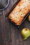 Eigengemaakte cake met peren en chocolade Stock Afbeeldingen