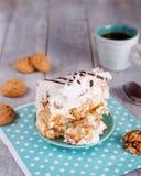 Eigengemaakte Cake op het blauwe servet Royalty-vrije Stock Fotografie