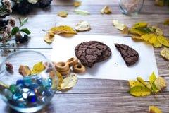 Eigengemaakte cakes, cake op een houten achtergrond stock foto's