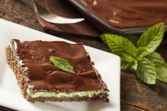 Eigengemaakte Chocolade en Muntbrownie Stock Foto