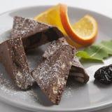 Eigengemaakte chocolade en oranje plak stock fotografie