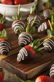 Eigengemaakte Chocolade Ondergedompelde Aardbeien Stock Foto