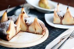Eigengemaakte chocoladecake met peren Royalty-vrije Stock Foto's