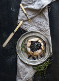 Eigengemaakte crostata of galette met bosbessen Stock Afbeelding