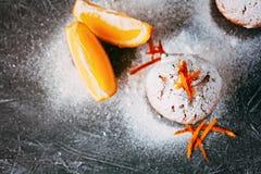 Eigengemaakte cupcakes met sinaasappelen Stock Foto's