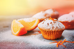 Eigengemaakte cupcakes met sinaasappelen Royalty-vrije Stock Foto's