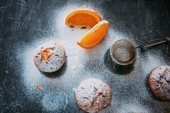 Eigengemaakte cupcakes met sinaasappelen Stock Fotografie