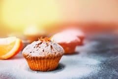 Eigengemaakte cupcakes met sinaasappelen Royalty-vrije Stock Afbeelding