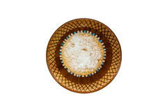 Eigengemaakte cupcakes op een bruine ceramische schotel Royalty-vrije Stock Foto