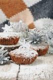 Eigengemaakte cupcakes voor Kerstmis Stock Afbeeldingen