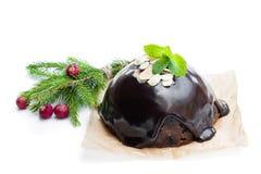 Eigengemaakte die Kerstmispudding op wit wordt geïsoleerd royalty-vrije stock afbeelding