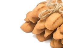 Eigengemaakte die peperkoekkoekjes op witte achtergrond worden geïsoleerd Stock Foto
