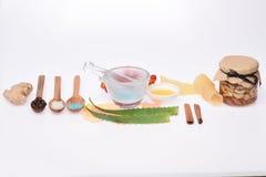 Eigengemaakte die schoonheidsmiddelen op wit worden geïsoleerd stock foto's