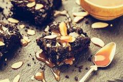 Eigengemaakte donkere chocolade brownies Stock Foto's