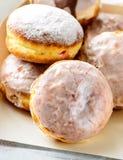 Eigengemaakte donuts in een witte doos Royalty-vrije Stock Afbeelding