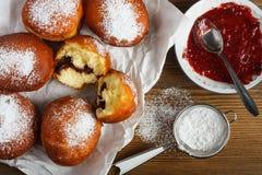 Eigengemaakte doughnuts stock afbeelding