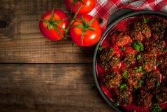 Eigengemaakte fijngehakte rundvleesvleesballetjes stock afbeelding