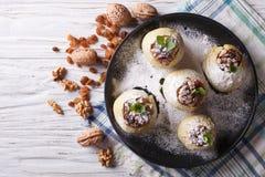 Eigengemaakte gebakken appelen met rozijn en honings horizontale hoogste mening Royalty-vrije Stock Foto