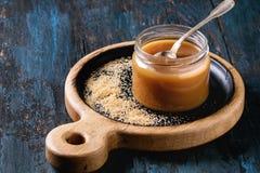 Eigengemaakte gezouten karamelsaus Stock Afbeelding