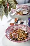 Eigengemaakte granola met fig. royalty-vrije stock afbeeldingen