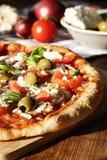 Eigengemaakte Griekse Stijlpizza royalty-vrije stock afbeeldingen
