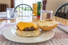 Eigengemaakte hamburgers Royalty-vrije Stock Foto's