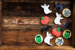 Eigengemaakte heerlijke peperkoekkoekjes voor Halloween Royalty-vrije Stock Foto's
